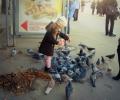 devochka-i-golubi