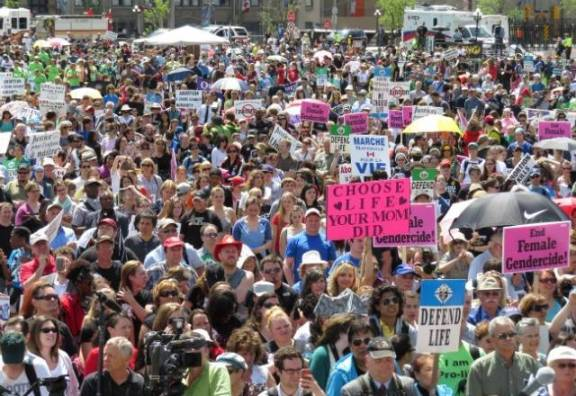 Марш за жизнь в Канаде собрал 25 000 участников