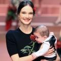 Модный показ Dolce & Gabbana почитает мам и беременных женщин