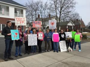 Вот группа перед зданием Центра Планирования Семьи