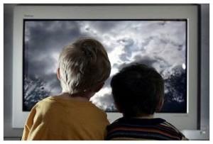 Телевизор снижает самооценку ребенка и повышает уровень тревожности