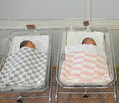 Казённый демографический оптимизм перед волной спада рождаемости.