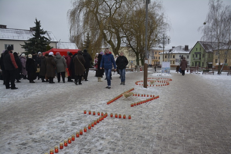 В Слониме зажгли 148 свечей в память о неродившихся в 2015 году младенцах…