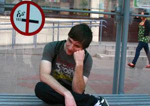 В Беларуси запретят курить на остановках