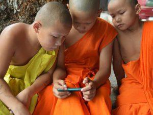 Чрезмерное использование смартфонов детьми провоцирует развитие синдрома сухого глаза