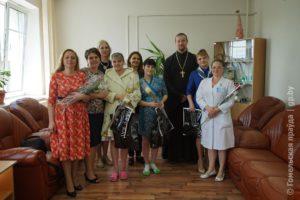 """Центр поддержки семьи и материнства """"МамаЛето"""" провёл акцию в гомельском роддоме"""