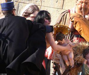Арестована активистка, пытавшаяся выкрасть фигурку Иисуса из ватиканских яслей