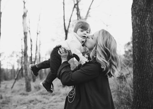 Современные проблемы становления материнства  в семье и обществе