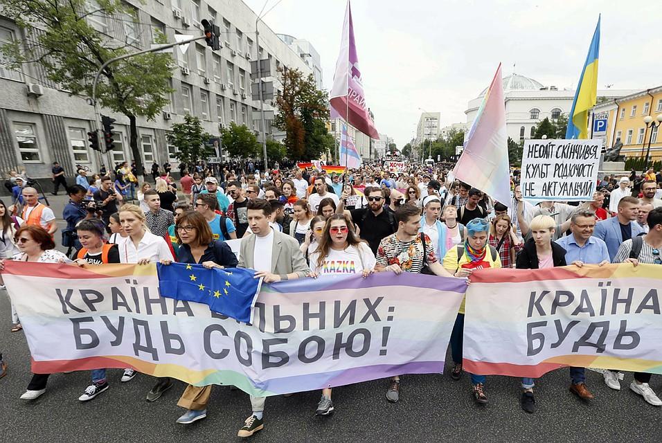 «Содом в каждый дом»: в Киеве прошёл самый массовый за последнюю историю гей-парад