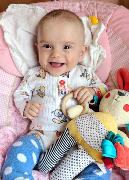 Малышка, родившаяся с весом 370 г, выжила, развивается по возрасту и вполне здорова