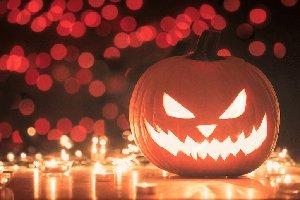 «Почему мы должны отдавать дань языческой традиции?» Отец Евгений Громыко – про Хэллоуин и суеверия