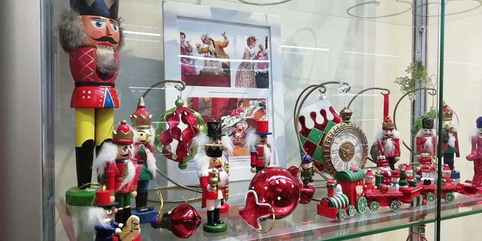 От африканских масок до белорусской соломки: ёлочные игрушки со всего мира представлены в Национальном историческом музее