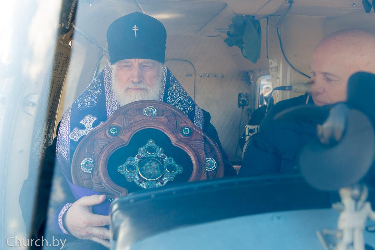 Митрополит Павел совершил воздушный крестный ход над Минском с молитвой об избавлении от коронавируса