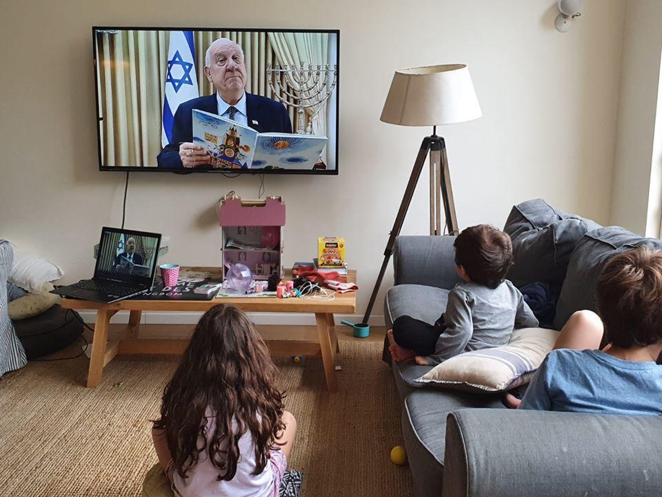 Президент Израиля читает сказки детям, чтобы разгрузить родителей
