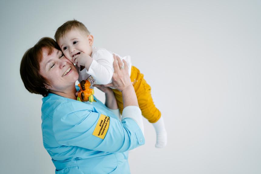 «Сопровождение в больнице ребенка, не имеющего родителей,— это вопрос жизни и смерти»