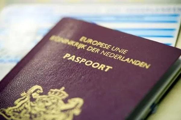 Нидерланды хотят отказаться от отметки пола в  паспортах