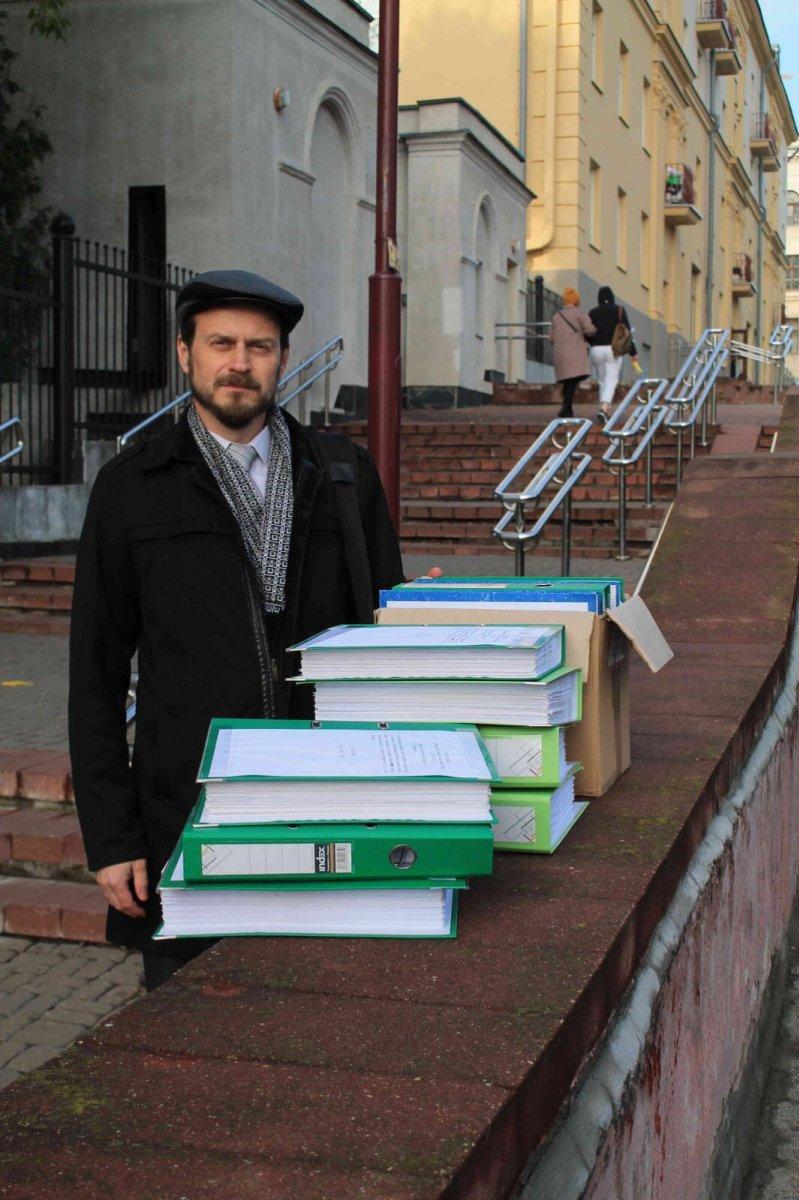Подписи 52600 человек, выступающих против ЛГБТ-пропаганды, доставлены в администрацию Президента