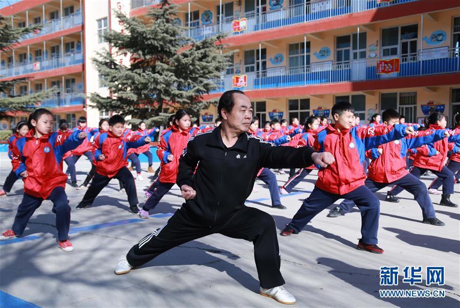 """В Китае будут бороться с """"феминизацией"""" мальчиков"""